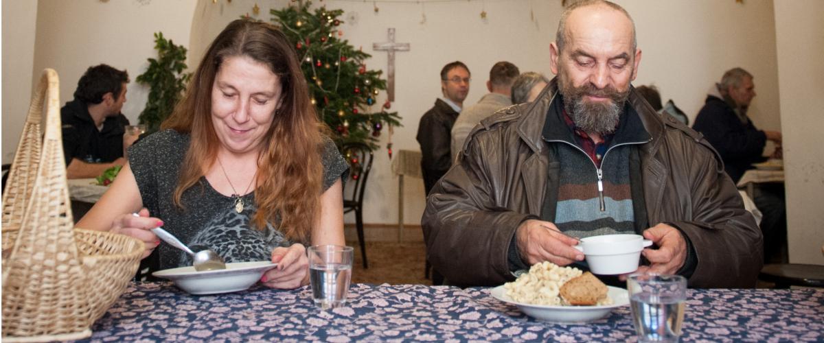 Im Häferl erhalten Menschen in Not eine kostenlose warme Mahlzeit (Fotografin: Luiza Puiu)
